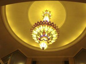 オブジェをライティングしたいが天井が高く調整が困難である