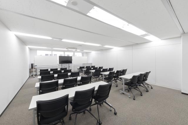 中~大規模会議室でのミーティング